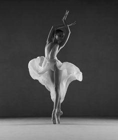 Model Ballerina Diana Lymarenko ( Photo by Yevgeniy Repiashenko ( More photos -> Repiashenko. Dance Photography Poses, Dance Poses, Art Ballet, Ballet Dancers, Ballet Pictures, Dance Pictures, Paris Opera Ballet, Ballerina Project, Poses References