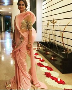 Image may contain: 1 person, standing and indoor Saree Draping Styles, Saree Styles, Drape Sarees, Drape Gowns, Most Beautiful Dresses, Beautiful Saree, Elegant Saree, Elegant Dresses, Indian Designer Outfits