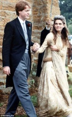 favorite wedding dress ever, too bad her hair was rather dreadful : ) (Earl Spencer with his first bride, Victoria in 1989)