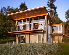 Lavish And Luxurious Wooden Cabin Architecture on Vashnon Island - The below shown luxurious cabin house is a one story cabin with a daylight basement situated on Vashon Island in the Washington State of America. The current