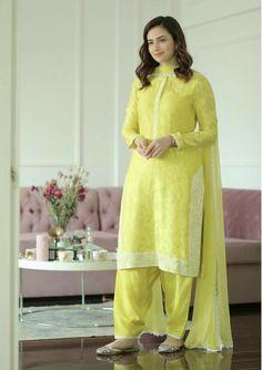 Simple Pakistani Dresses, Pakistani Fashion Casual, Pakistani Dress Design, Indian Fashion, Pakistani Girl, Pakistani Suits, Pakistani Actress, Stylish Dress Designs, Stylish Dresses