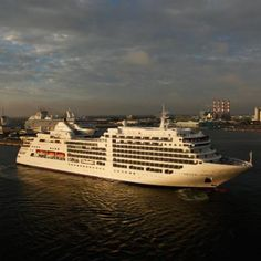 Comprehensive tour and photos of the Silver Spirit cruise ship of Silversea Cruises