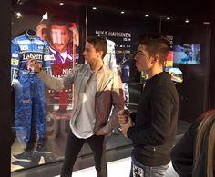 Maverick Viñales visitou museu de Jorge Lorenzohttp://www.motorcyclesports.pt/maverick-vinales-visitou-museu-de-jorge-lorenzo/