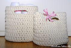 Onnellisten Tähtien Alla: Virkatut korit + ohje Crochet Stars, Korit, Straw Bag, Baby Shoes, Bags, Decor, Crocheting, Sink Tops, Handbags