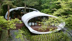 Futuristisch wohnen jenseits urbaner Gefilde: Das Raumschiff im Wald