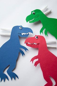 Fun paper plate dinosaur craft for toddlers and preschoolers. Free and easy templates for simple dinosaur crafts for kids. Simple dinosaurs kids will love! Dinosaur Party, Dinosaur Birthday, Dinosaur Age, Craft Projects For Kids, Diy Crafts For Kids, Art Projects, Easy Crafts, Toddler Crafts, Preschool Crafts