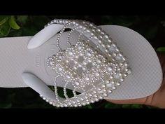 Beaded Sandals, Shoes Sandals, Decorating Flip Flops, Bead Jewellery, Jewelry, Beading Projects, Crochet Slippers, Bead Crochet, Tatting