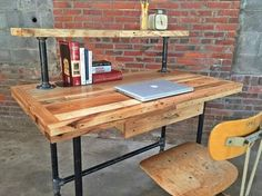 Easy diy wood desk innovative pallet computer desks easy and crafts easy diy desk plans Pipe Furniture, Pallet Furniture, Furniture Projects, Furniture Plans, Couch Furniture, Industrial Furniture, Garden Furniture, Modern Furniture, Furniture Design