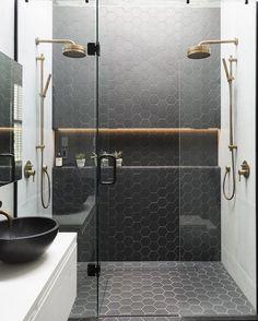 "1,732 tykkäystä, 13 kommenttia - Vibeke J Dyremyhr (@interior_delux) Instagramissa: ""Brass & black ✨🔝 #bathroom #bathroomdesign #tiles #baderom #interior_delux Via bellamag"""