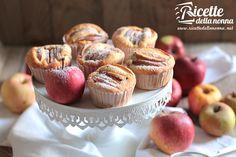 I muffin alla mela e cannella sono una ricetta semplice e veloce per un dolcetto ideale per la merenda o la colazione.