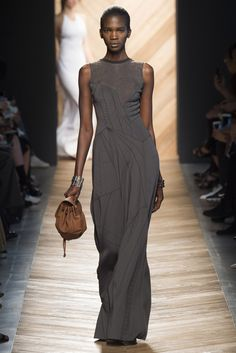 See all the Collection photos from Bottega Veneta Spring/Summer 2016 Ready-To-Wear now on British Vogue Fashion Week, High Fashion, Fashion Show, Fashion Design, Spring Summer 2016, Spring Summer Fashion, Couture Fashion, Runway Fashion, Milan Fashion