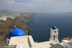 Eglises a Imerovigli et vue sur les falaise et la Caldeira - Santorin - Grece
