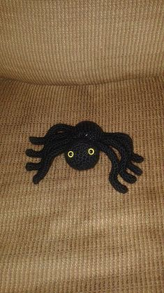 Halloween feels like it's just around the corner. Or maybe more so when I go into a store and they are ALREADY selling costumes and decorations. Either way, this week I made a spider to add t…