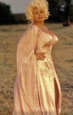 """""""vintageruminance: """"Dolly Parton """" Yes, Dolly again… """" Sexy Older Women, Sexy Women, Dolly Parton Pictures, Musica Country, Beautiful People, Beautiful Women, Female Singers, Beautiful Actresses, Celebs"""