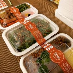 Food packaging - In the hospitality industry It's time to become sustainable with compostable food packaging – Food packaging Plastic Box Packaging, Takeaway Packaging, Salad Packaging, Food Packaging Design, Packaging Ideas, Coffee Packaging, Bottle Packaging, Comida Delivery, Delivery Food