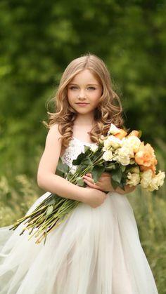 Baby photography princess little girls 28 Super Ideas Little Girl Photography, Children Photography, Portrait Photography, Photography Flowers, Globe Photography, Beautiful Little Girls, Beautiful Children, Flower Girls, Kind Photo
