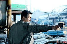'Ms. Cop 2' drops still-cuts of gunman Seulong! | allkpop
