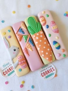 Cookie sticks for Easter. Gelato colours are wonderful to decorate… Cookie sticks for Easter. No Egg Cookies, Galletas Cookies, Fancy Cookies, Iced Cookies, Easter Cookies, Holiday Cookies, Cupcake Cookies, Sugar Cookies, Gelato