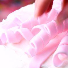 cake decorating videos Ribbons Ribbons and more ribbons! Visit for more creative cakery ideas! Cake Decorating Videos, Cake Decorating Techniques, Cookie Decorating, Decorating Ideas, Decor Ideas, Beautiful Cakes, Amazing Cakes, Ribbon Cake, Marshmallow Fondant