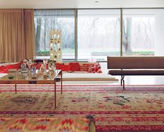In the main living room, the pillows in the sunken seating area changed colors with the seasons: reds for the winter and lighter pastels for the warmer months. Photo 2 of Miller House in Columbus, Indiana by Eero Saarinen modern home Sunken Living Room, Home Living Room, Living Spaces, Miller House, Eero Saarinen, Modern Spaces, Mid-century Modern, Modern Houses, Small Spaces