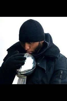 Super Bowl Champion Ray Lewis with the Lombardi Trophy. Ray Lewis, National Football League, Football Team, Super Bowl, Athlete Quotes, Baltimore Ravens, Nfl Ravens, Baltimore Maryland, Lab