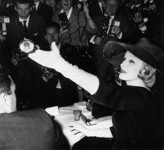 White gloves: #Marlene #Dietrich