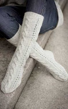 Cable Socks Pattern [These look soooo comfy!] Cable Socks Pattern [These look soooo comfy! Wool Socks, My Socks, Knitting Socks, Hand Knitting, Knitting Patterns, Only Clothing, Custom Socks, Winter Socks, Sweater Boots