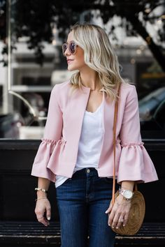Love the bell sleeves on this blazer! Ich liebe die Glockenärmel an diesem Blazer! Autumn Fashion 2018, Fall Fashion Outfits, Hijab Fashion, Casual Outfits, Fashion Dresses, Cute Outfits, Fashion Trends, Fall Fashions, Blazer Outfits