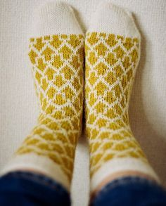 Knit these Arrow Socks, designed by Makiho Negishi, with Sock-Ease! The arrows would look great in a variegated colorway.