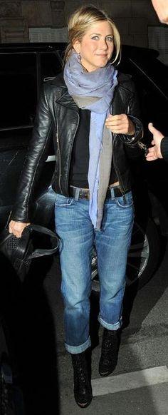 Jennifer Aniston wearing Balenciaga Biker Leather Jacket, Salvatore Ferragamo Floriana Bag, Balenciaga Leather Jacket, Blank Denim D'fiant Boyfriend Jeans and Azzedine Alaia Booties. Denim Fashion, Look Fashion, Womens Fashion, Fashion Trends, Latest Fashion, Look Hippie Chic, Look Chic, Mode Outfits, Fall Outfits
