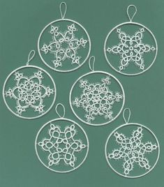 This post was discovered by El Shuttle Tatting Patterns, Tatting Patterns Free, Embroidery Patterns, Crochet Patterns, Snowflake Craft, Snowflake Pattern, Snowflakes, Needle Tatting, Tatting Lace