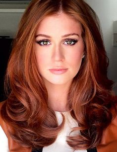 I want this hair color. Corte Long Bob, Medium Hair Styles, Long Hair Styles, Red Hair Woman, Langer Bob, Scarlett, Corte Y Color, Red Hair Color, Beautiful Redhead
