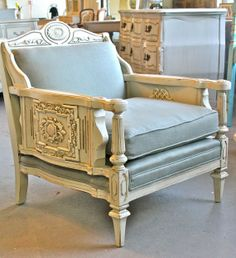 Midtown Girl Living Room: Vintage Queen's Throne Chair - fabulush apartment living.