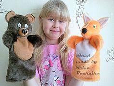 Всем привет! Хочу рассказать вам как я шью перчаточную куклу для детского кукольного театра на примере лисы. Нам понадобится: Искусственный мех оранжевого цвета Белый флис или белый искусственный мех х/б ткань для подклада (я использую бязь) пластиковые глаза размером 14х20 мм наполнитель (холлофайбер или синтепон) маленький кусочек черного флиса, для носа Клей «Титан», для приклеивания глазок Ножницы, нитки, иголка, булавки 1.