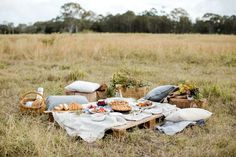 This rustic fall picnic get together is full of holiday entertaining inspiration, as well as inspiration to spend time outdoors with friends & family. Fall Picnic, Picnic Date, Garden Picnic, Rustic Home Interiors, Romantic Picnics, Rustic Style, Picnic Blanket, Dates, Pergola