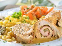 Hähnchen-Roulade mit Spätzle  Hähnchen-Rouladen gefüllt mit Schinken und Bärlauchpesto in leckerer Weißwein-Pilz-Soße.  http://einfach-schnell-gesund-kochen.de/haehnchen-roulade-mit-spaetzle/