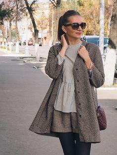 Пальто, блузка и шорты