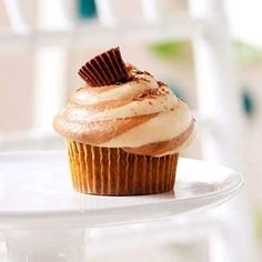 There is nothing better than peanut butter and chocolate. This awesome cupcake recipe combines the two ingredients for a unique and flavorful cupcake. With easy ingredients, you'll want to make this creative cupcake for a daily dessert!