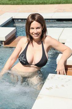 Ktoś chętny na #kąpiel? #basen #dziewczyna #bikini #piersi