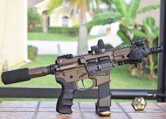 From ・・・ Shorty laughs so cold blooded. Weapons Guns, Airsoft Guns, Guns And Ammo, Assault Weapon, Assault Rifle, Ar15 Pistol, Ar 15 Builds, Battle Rifle, Submachine Gun
