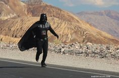 """A """"Star Wars"""" fan attempts to set a new heat-running record in Death Valley while dressed as Darth Vader. Running A Mile, Running Tips, Darth Vader Costumes, Technology World, Running Costumes, Geek Games, Death Valley, Poses For Photos, Run Disney"""