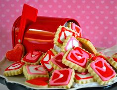 Reinventing Nadine: Edible Love Letters: Valentine's Day Decorated Sugar Cookies