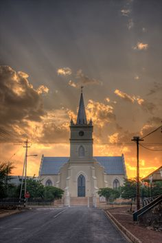 A church in Prince Albert in the Karoo. Beautiful Places, Beautiful Pictures, Church Building, Place Of Worship, My Land, Old Buildings, Beautiful Architecture, South Africa, Taj Mahal