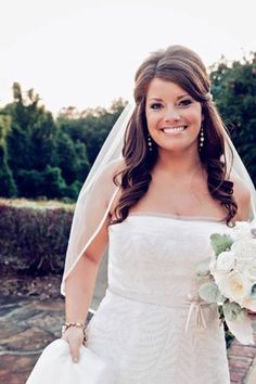 Wedding hair - down do. Love that its out of her face.