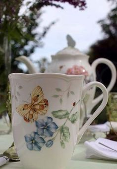 My tea cup! I didn't know there was a matching teapot! Teapots And Cups, My Cup Of Tea, China Patterns, Drinking Tea, Tea Time, Tea Party, Tea Cups, Gifts, Dreams