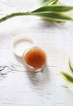Recettes de baume à lèvres exfoliants naturels.
