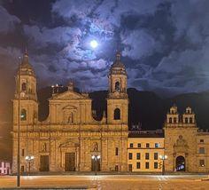 """3,956 Me gusta, 26 comentarios - Alcaldía Mayor de Bogotá (@alcaldiabogota) en Instagram: """"Nos despedimos del sol de este domingo para darle la bienvenida a la luna llena que ilumina la…"""""""