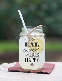 Mason jars para los drinks con jute y nane tag co Recuerdo. Vasos Vintage, Mason Jar Drinks, Personalized Tumblers, Glow Party, Ideas Para Fiestas, Party Treats, Bottle Design, Creative Decor, My New Room