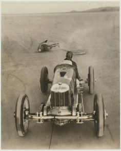Surfboarding Behind Speedy Race Car :: Vintage Sports Cars, Vintage Race Car, Vintage Auto, Indy Car Racing, Indy Cars, Classic Race Cars, History Of Photography, Car Photography, Classic Motors