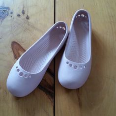 """Woman's Crocks Ballet Shoes Brand new, never worn! Size 9, light pink. Come with 2 """"push in"""" Crocks accessories & M charm if you want it. Very, very comfortable & easy to walk in without slippage. Think Spring break & summer!😉 Crocks Shoes Flats & Loafers"""